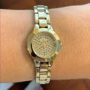 DKNY  || NWT. Gold watch